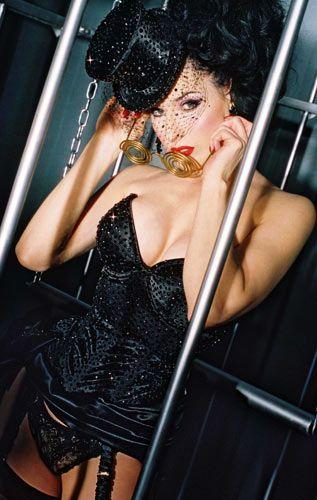Striptiz starı Dita - 19